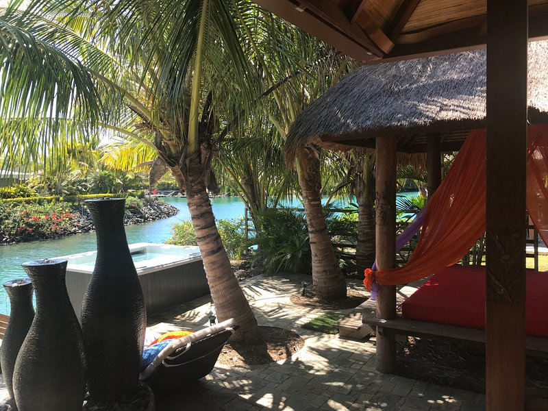 Waterfront Spacious Balinese House, location de vacances à Dumbea