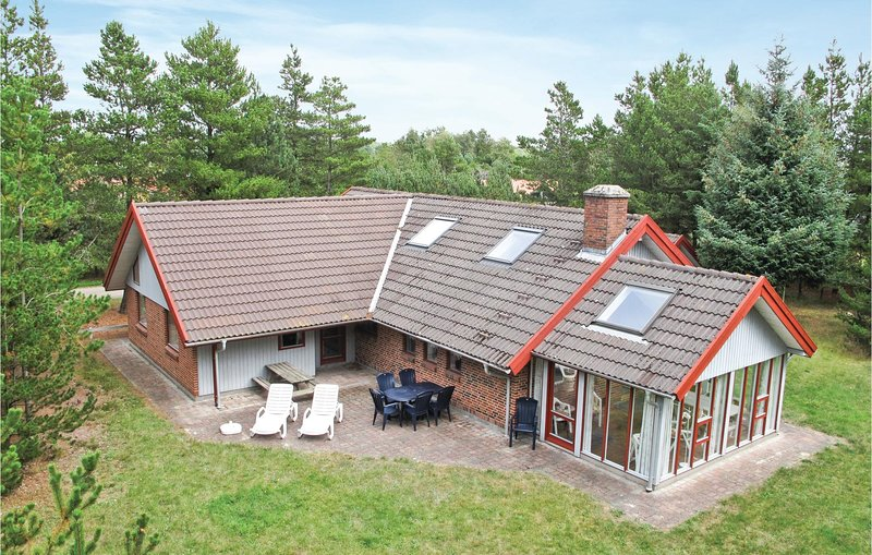 Stunning home in Nørre Nebel w/ Sauna, WiFi and 3 Bedrooms (A3155), holiday rental in Hemmet