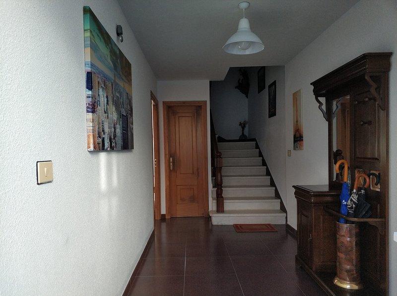 PRECIOSA CASA DE 4 HABITACIONES EN PLENO CORAZÓN DEL CAMINO DE SANTIAGO!!, holiday rental in Friol