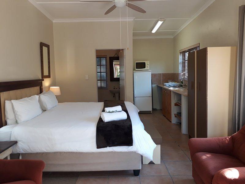 Tourist Lodge Gansbaai - Standard Double Room, holiday rental in Kleinbaai