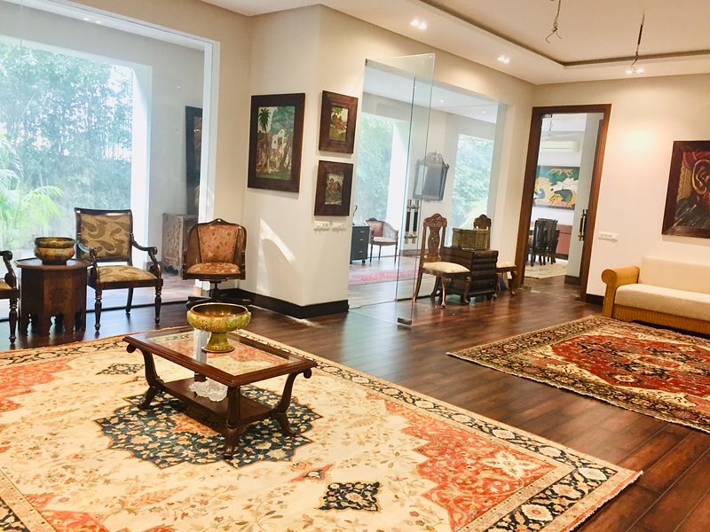 Ultra-Spacious, Aristocratic, Well-lit, Fully-furnished, Private Bungalow, location de vacances à New Delhi