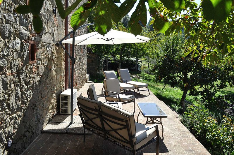 Splendid cottage for two located between Florence, Siena & Arezzo., vacation rental in Nusenna