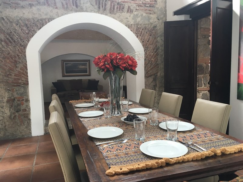 Casa Maravilla - Central home with spacious patio, jacuzzi, & grill, holiday rental in Antigua