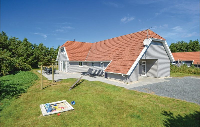 Amazing home in Blåvand w/ Sauna, WiFi and 6 Bedrooms, holiday rental in Vejers Strand