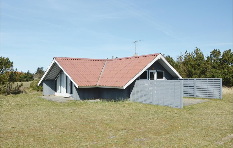 Stunning home in Blåvand w/ 2 Bedrooms and WiFi (A3257), holiday rental in Vejers Strand