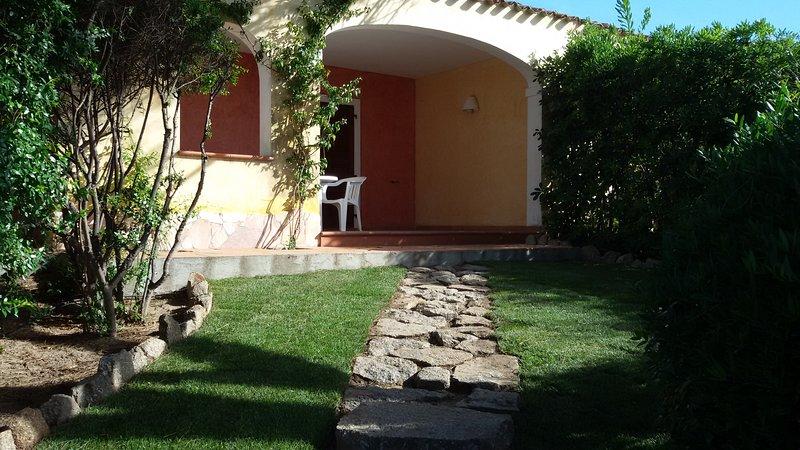 Trilocale 6 Piano Terra da Fiorenza - Mare & Mirice Case Appartamenti Vacanza, vacation rental in Aglientu