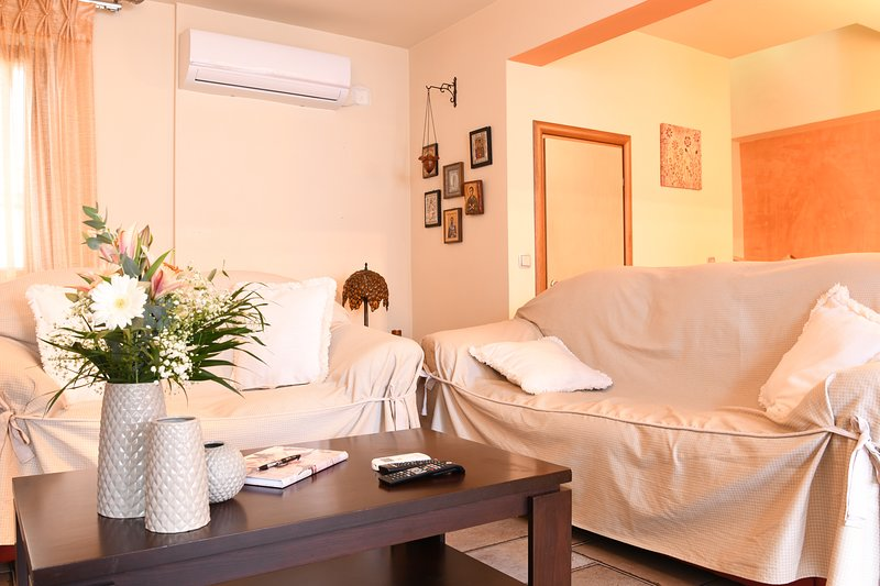 MODERN HOUSE IN THE CITY CENTER, holiday rental in Megali Ammos