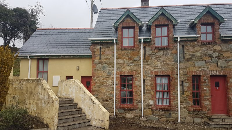 4 Mary Deeneys Cottages, Ture, Co. Donegal by Wild Atlantic Wanderer, alquiler vacacional en Muff