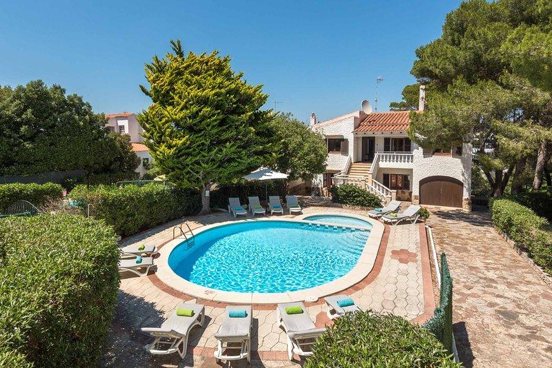 Villa Florit, location de vacances à Serpentona