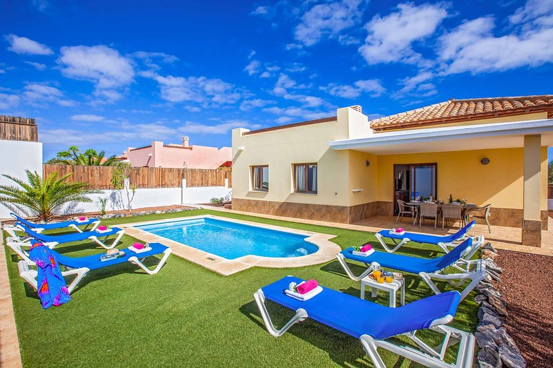 Villa Helena, holiday rental in Fustes