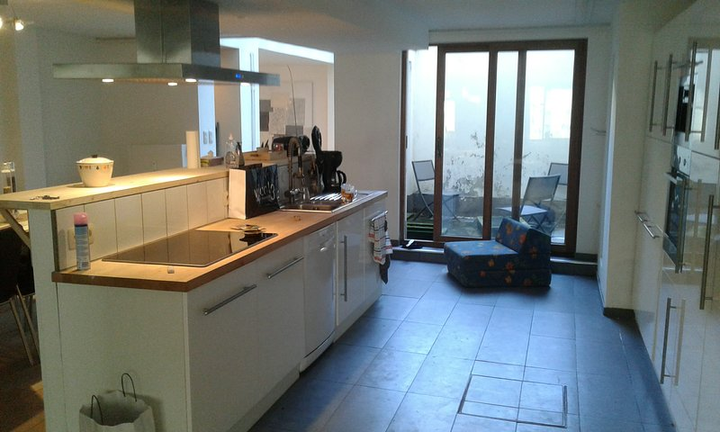 location semaine d'un bel appartement - côte Belge -mer à 500m, holiday rental in Ostend