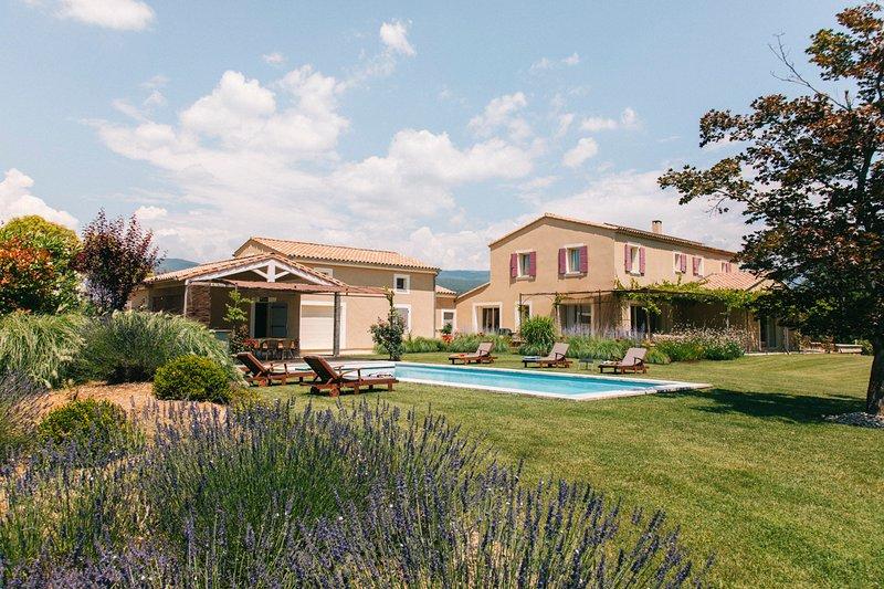 Saint-Saturnin-les-Apt Villa Sleeps 14 with Pool and Air Con - 5776295, aluguéis de temporada em Saint-Saturnin-les-Apt