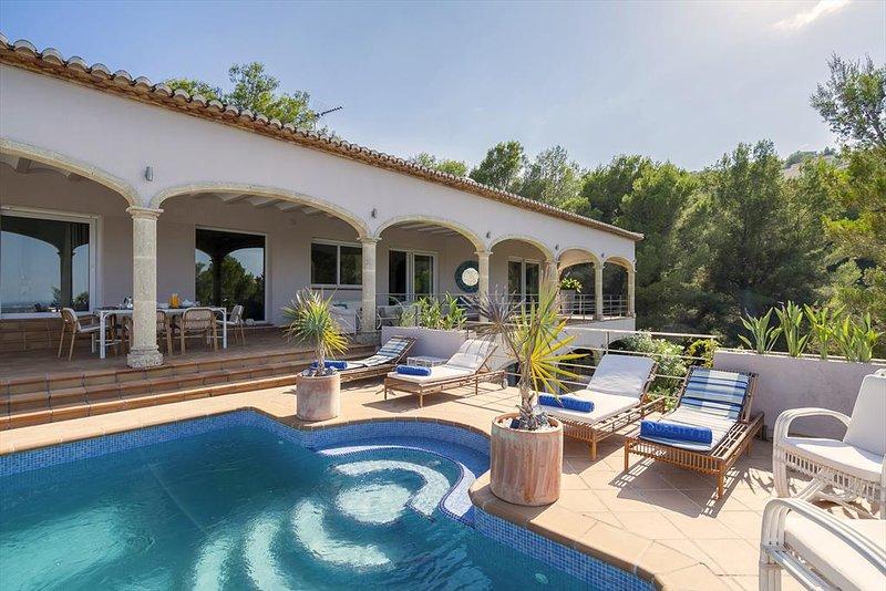 Casas Alfas Villa Sleeps 8 with Pool Air Con and Free WiFi - 5047598, casa vacanza a Muntanya la Sella
