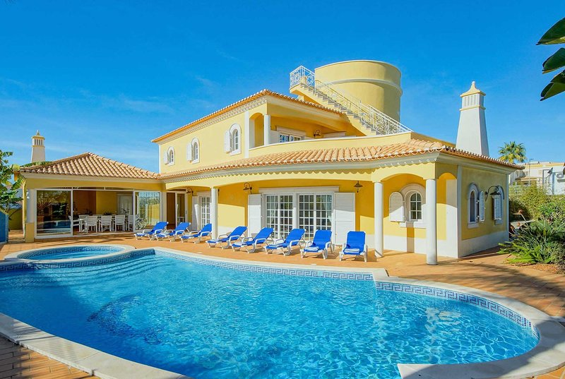 Well furnished villa with private pool, holiday rental in Sesmarias
