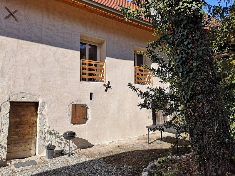 Beau Gite de Charme, vacation rental in Conjux