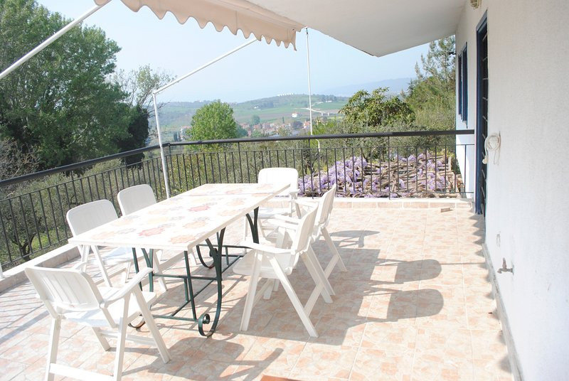 Secluded 1.8 acre garden Villa, for exclusive use with Stunning Views., holiday rental in Fourka