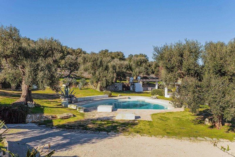 Stylish villa w/great views & lovely garden area, holiday rental in Marina Di Ostuni