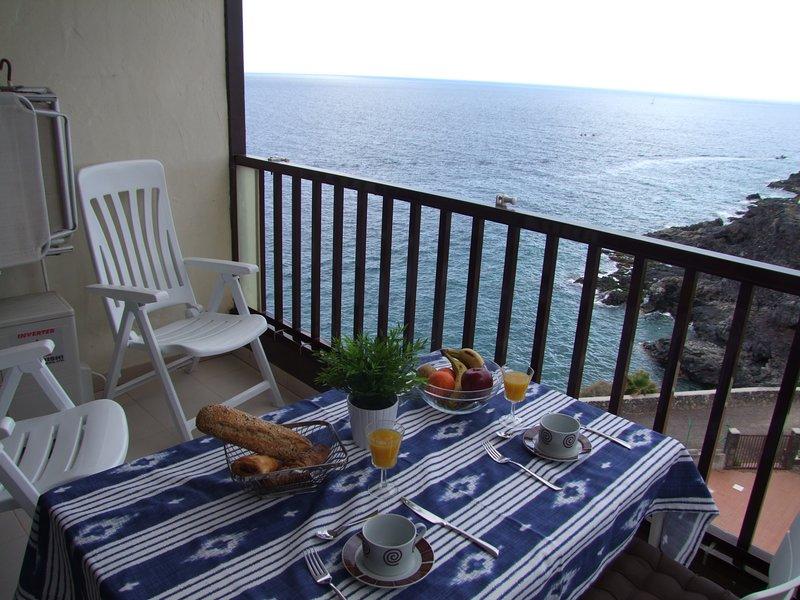 The Best views. First sea line. Quietness., alquiler de vacaciones en Costa del Silencio