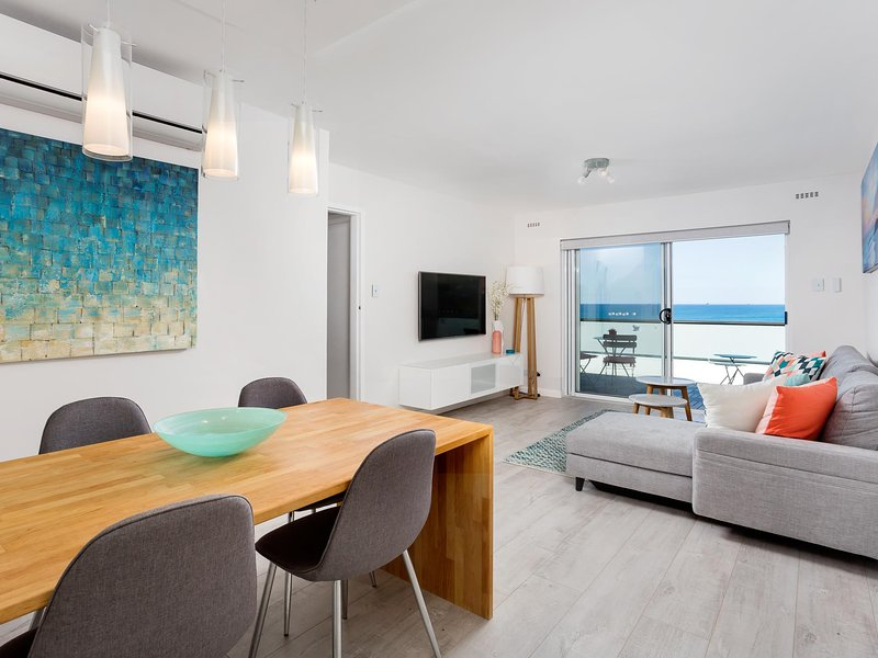 Beachside Ocean View Apartment, holiday rental in Greater Perth