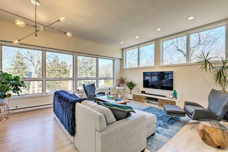 East Hampton Luxury: Home w/ Upscale Pool & Marina, vacation rental in Springs