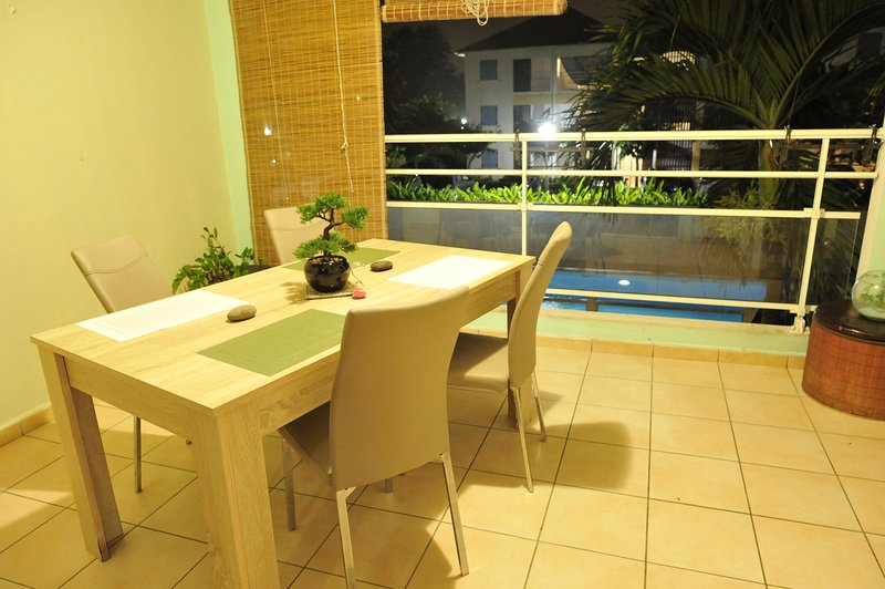 Nice apt with pool access & terrace, aluguéis de temporada em Les Abymes