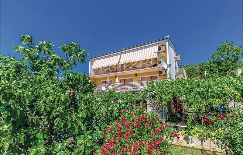 Beautiful home in Grizane with WiFi and 3 Bedrooms (CKC437), holiday rental in Grizane-Belgrad