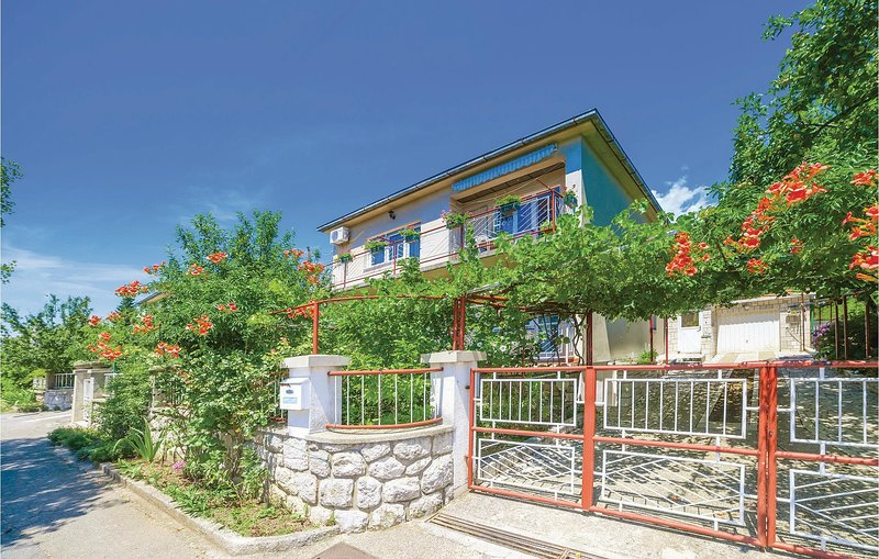 Amazing home in Tribalj with WiFi and 2 Bedrooms (CKC545), location de vacances à Tribalj