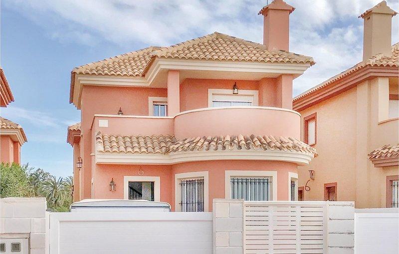 Nice home in Cartagena with WiFi and 3 Bedrooms (ECC667), casa vacanza a El Carmoli