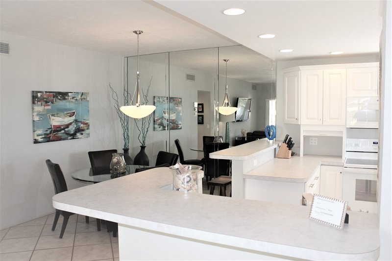 Chair,Furniture,Indoors,Room,Kitchen
