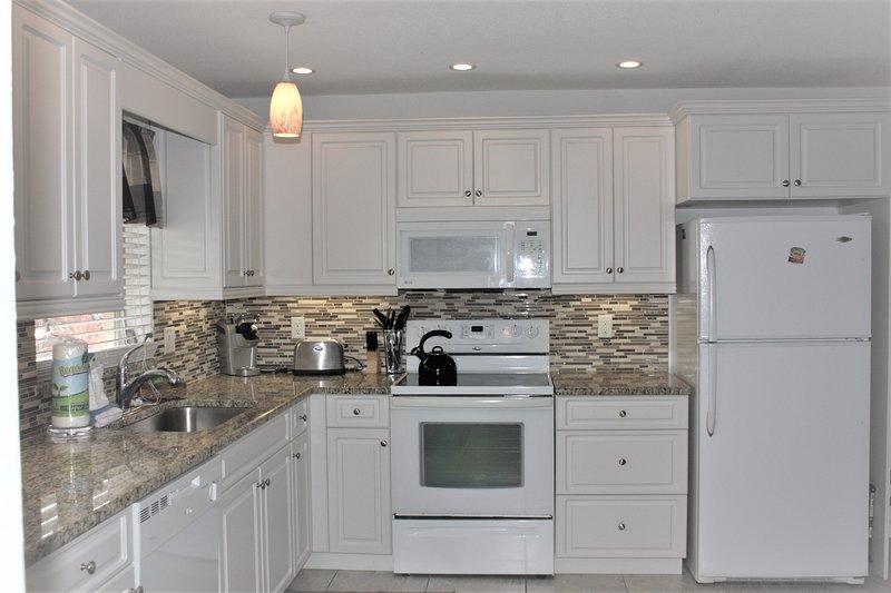 Refrigerator,Room,Indoors,Kitchen,Oven