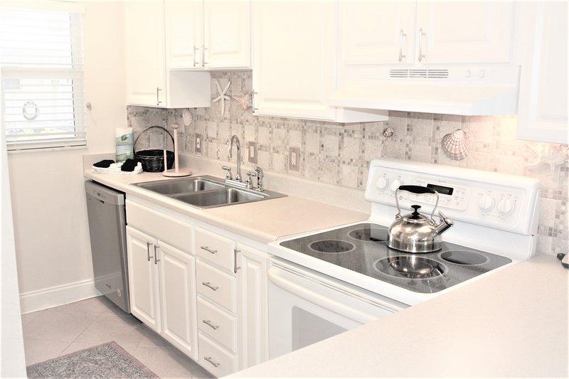 Camera, all'interno, cucina, lavandino rubinetto, mobili
