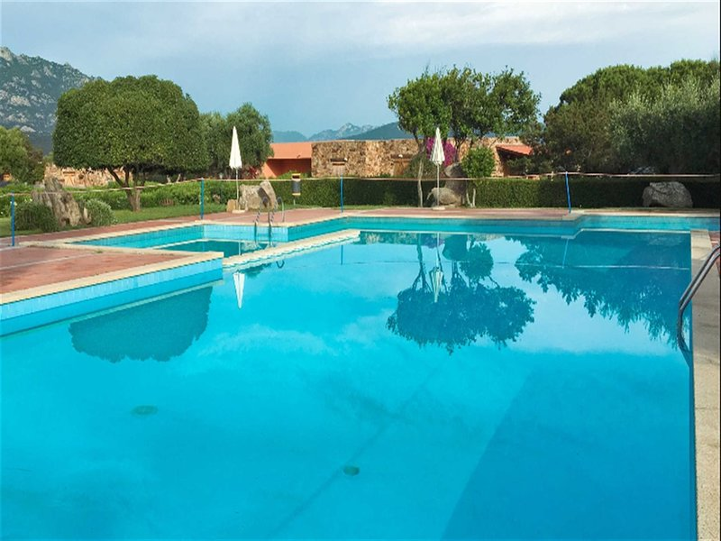 Spacious villa with swimming-pool, vacation rental in Cugnana Verde