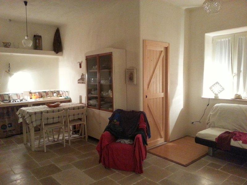 Nice studio with garden, alquiler de vacaciones en Certosa