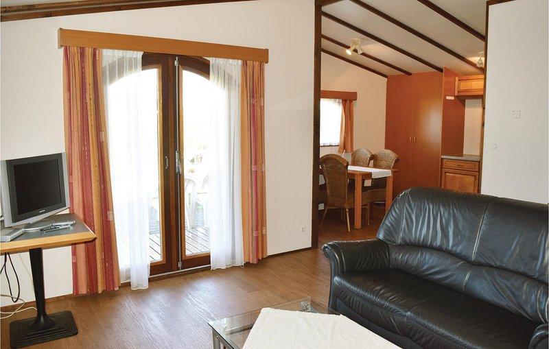 Awesome home in Gerolstein with 2 Bedrooms (DEI937), location de vacances à Schwirzheim