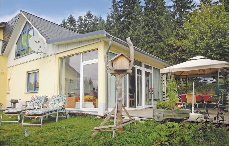 Stunning home in Eibenstock OT Carlsfel with 1 Bedrooms (DER121), location de vacances à Eibenstock