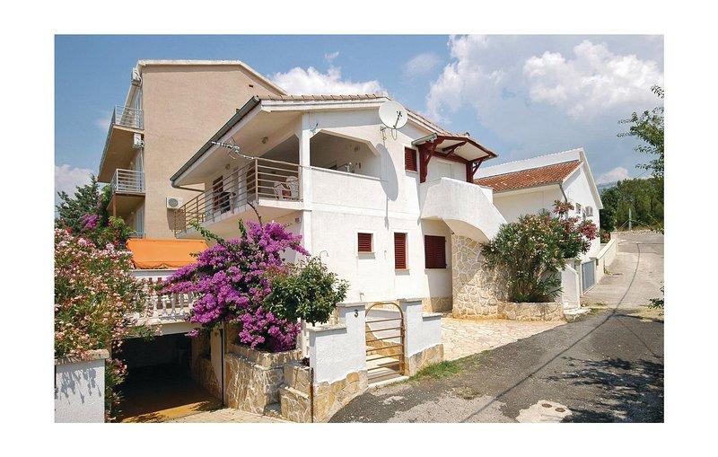 Stunning home in Rovanjska with 4 Bedrooms (CDN935) – semesterbostad i Rovanjska