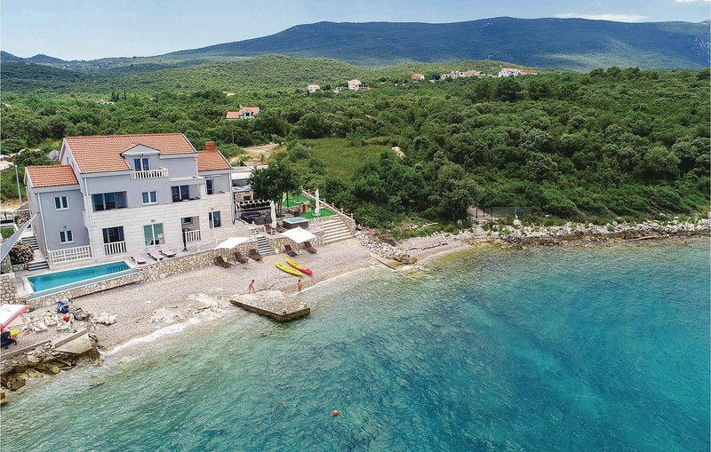 Grenzeloos uitzicht vanuit het zwembad op zee (CDP100), alquiler vacacional en Sreser