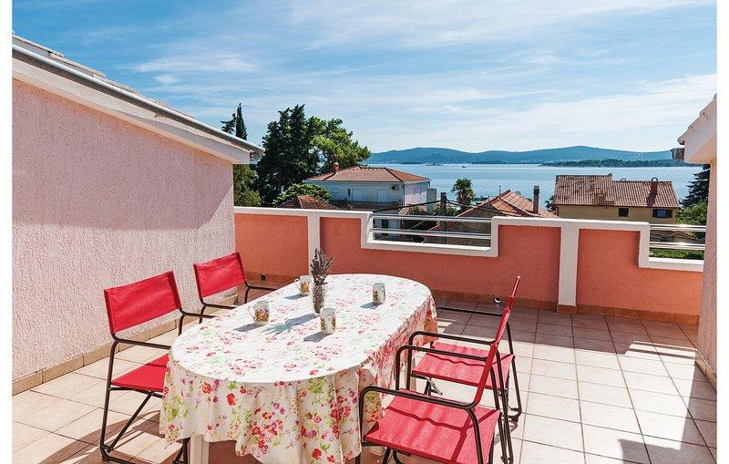 Awesome home in Sv.Filip i Jakov with 2 Bedrooms (CDN984), location de vacances à Sveti Filip i Jakov