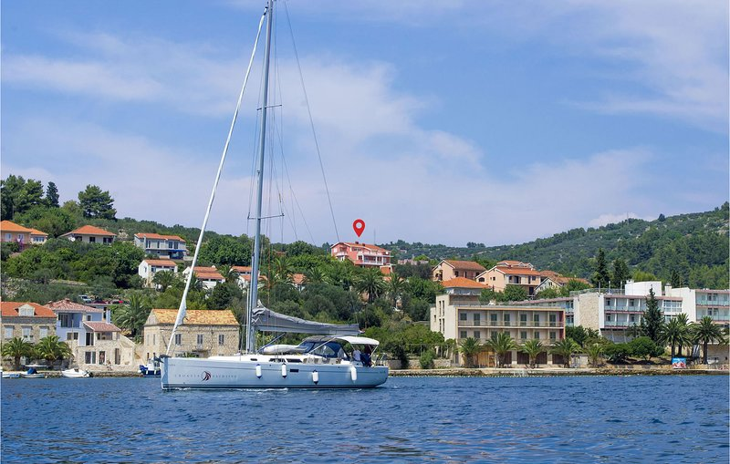 Stunning home in Vela Luka with WiFi and 2 Bedrooms (CDS585), holiday rental in Potirna