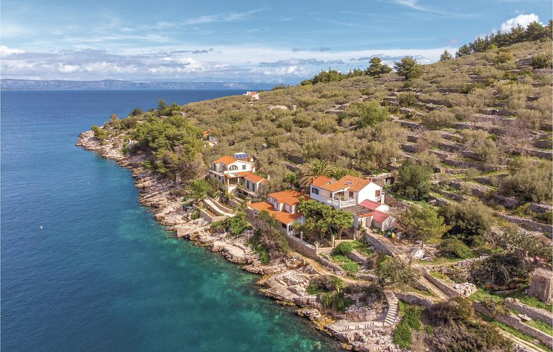 Nice home in Vela Luka with 2 Bedrooms (CDS542), holiday rental in Potirna