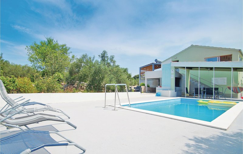 Amazing home in Stratincica with WiFi and 4 Bedrooms (CDS699), holiday rental in Potirna