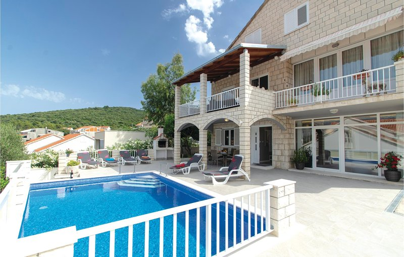 Beautiful home in Korcula with WiFi and 3 Bedrooms (CDS403), vacation rental in Zrnovska Banja