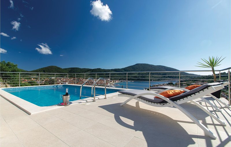 Beautiful home in Vela Luka with WiFi and 3 Bedrooms (CDS715), holiday rental in Potirna