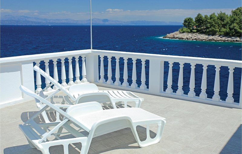 Nice home in Crnja Luka with WiFi and 3 Bedrooms (CDS617), holiday rental in Prigradica