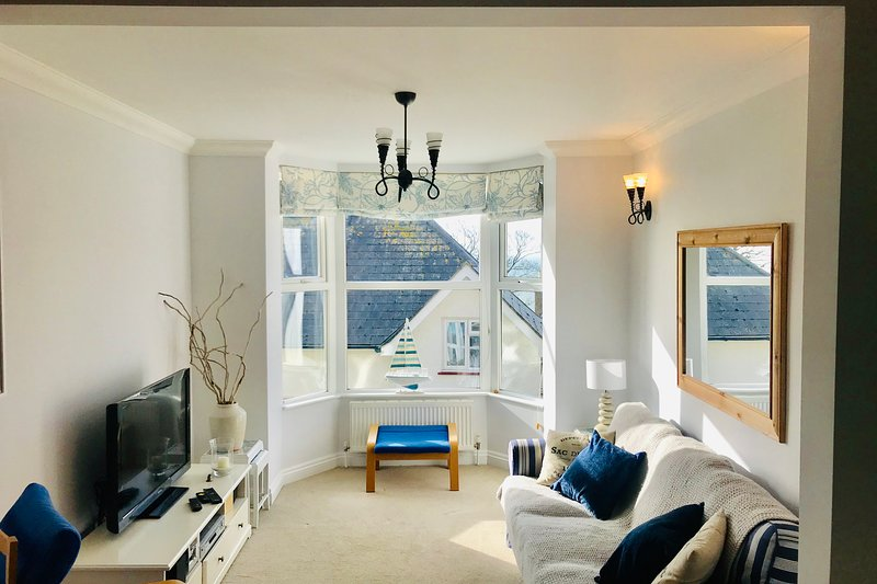 Southgrove View, Family Holiday Home with Sea Views, vacation rental in Bonchurch