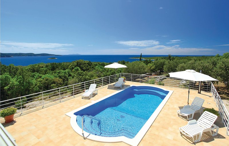 Beautiful home in Pelegrin with WiFi and 3 Bedrooms (CDS659), holiday rental in Potirna