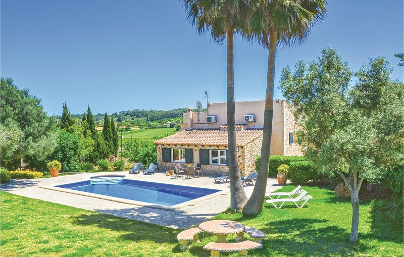Awesome home in Sineu with WiFi and 3 Bedrooms (EML846), holiday rental in Maria de la Salut