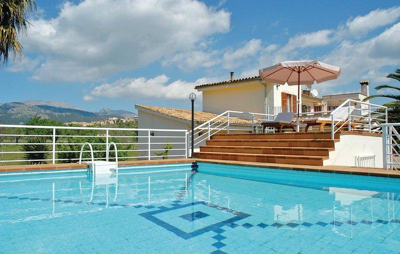 Amazing home in Campanet with WiFi and 4 Bedrooms (EML814), aluguéis de temporada em Campanet