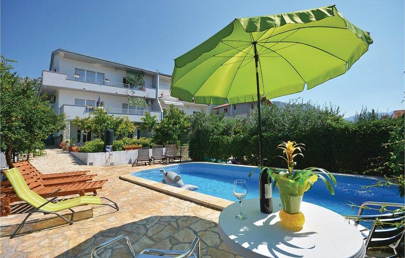 Beautiful home in Kastel Sucurac with WiFi and 1 Bedrooms (CDT539), alquiler de vacaciones en Kastel Sucurac