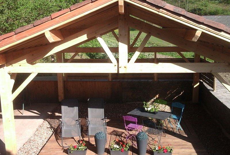 Maison axe Albi Millau bord de l 'eau, holiday rental in Coupiac